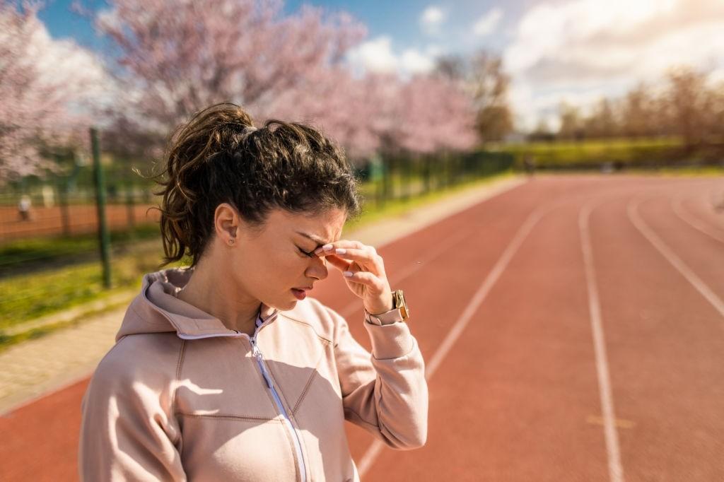 علت سردرد بعد ورزش و ۷ راهکار مقابله با آن