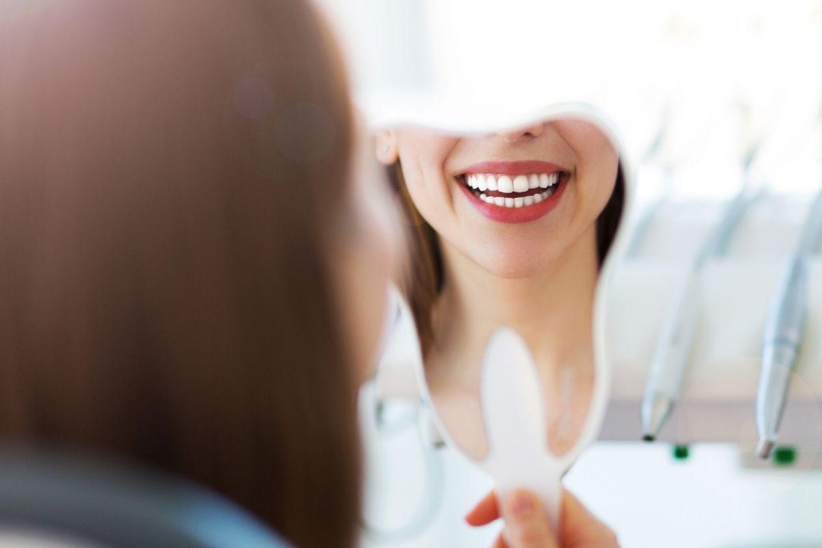 لبخند زیباتر با ایمپلنت دندان