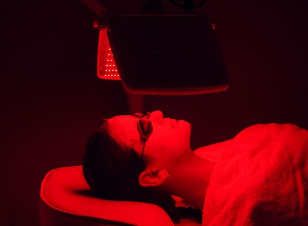 درمان آکنه با فتودینامیک تراپی