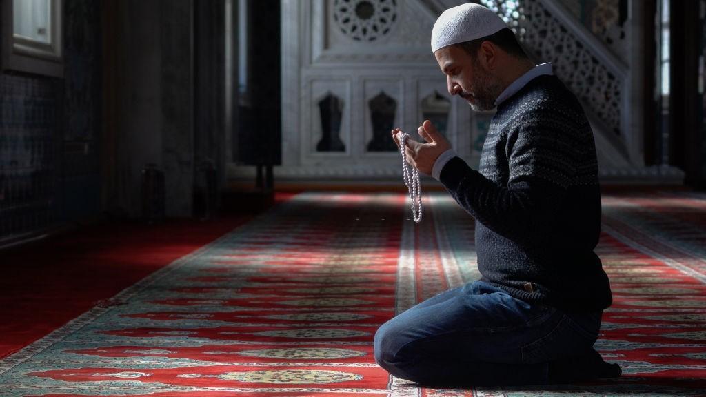 خواندن نماز برای والدین چه ثوابی دارد؟