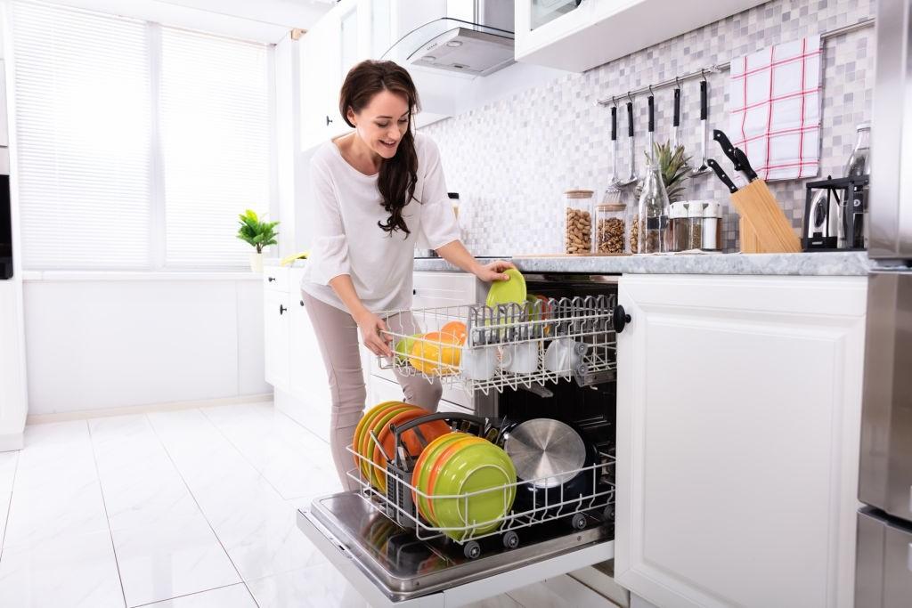 چیکار کنیم بوی بد ماشین ظرفشویی از بین برود