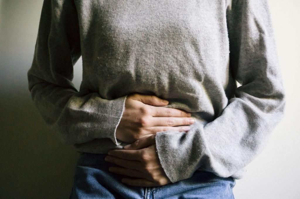 عوارض نگه داشتن مدفوع برای سلامت بدن