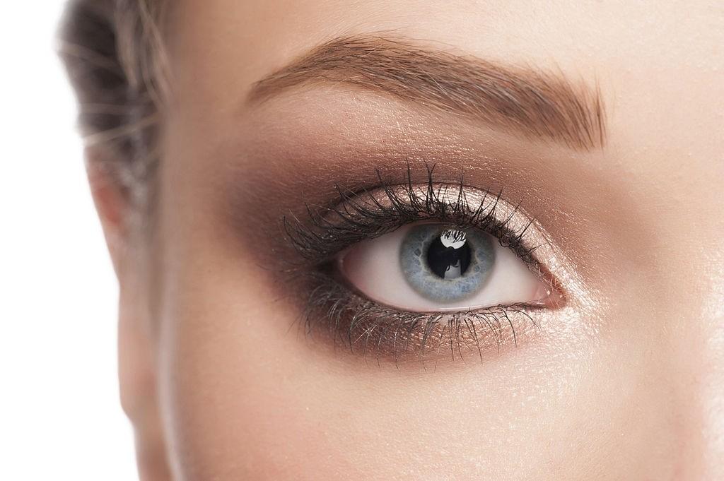 سایه چشم مناسب با لباس مشکی