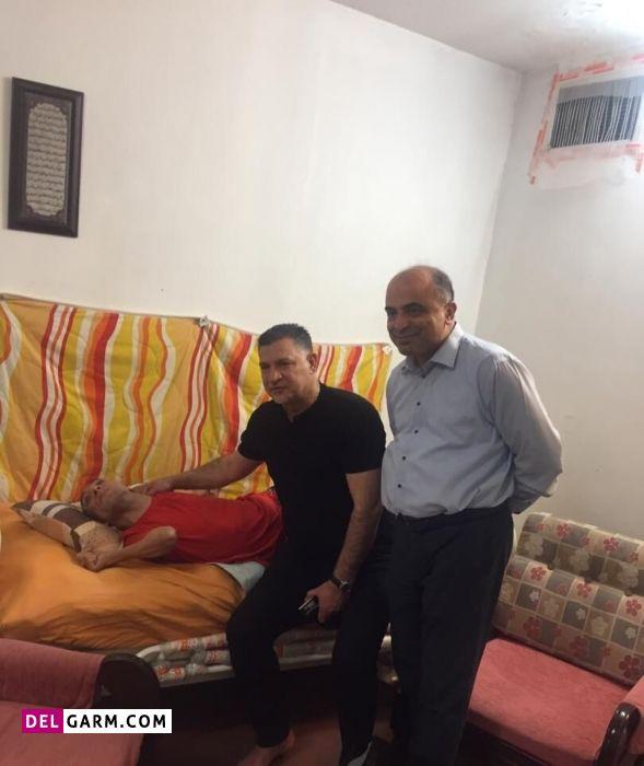 علی دایی به دیدار نوجوان معلول رفت