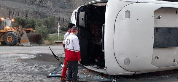 چپ شدن اتوبوس اسلامشهر گرگان در جاده هراز