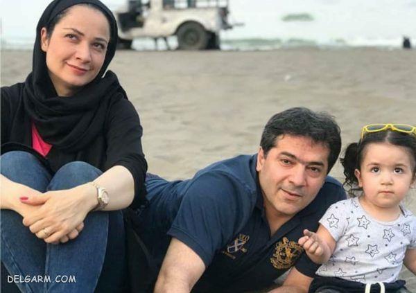 نسرین نصرتی در کنار خانواده