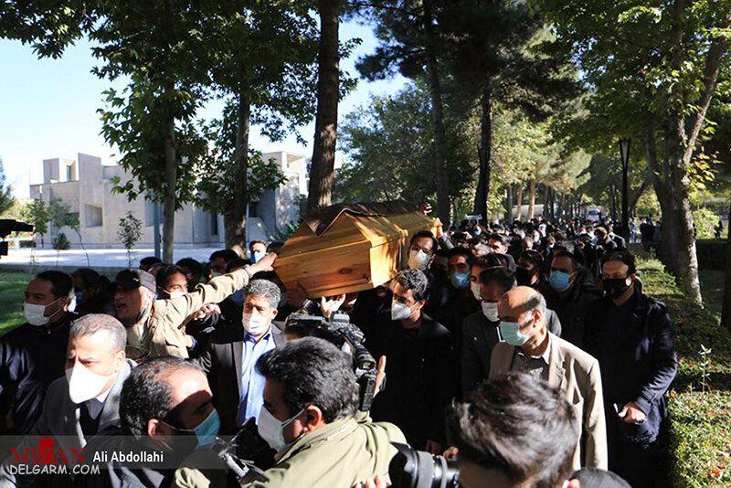 تصاویر خاکسپاری شجریان در مشهد