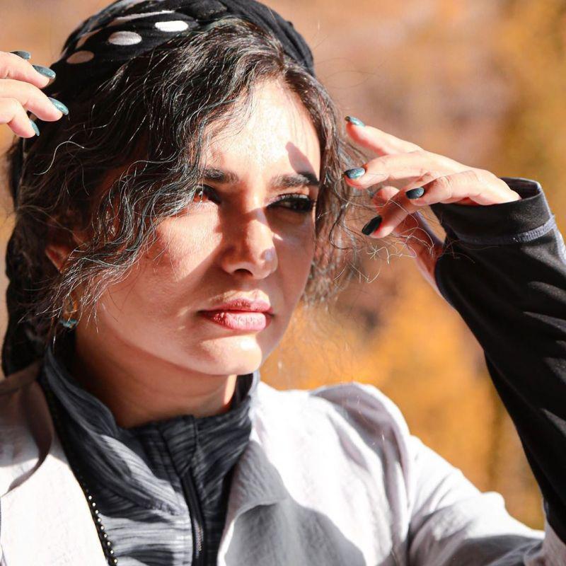 استایل پاییزی لیندا کیانی در دل طبیعت