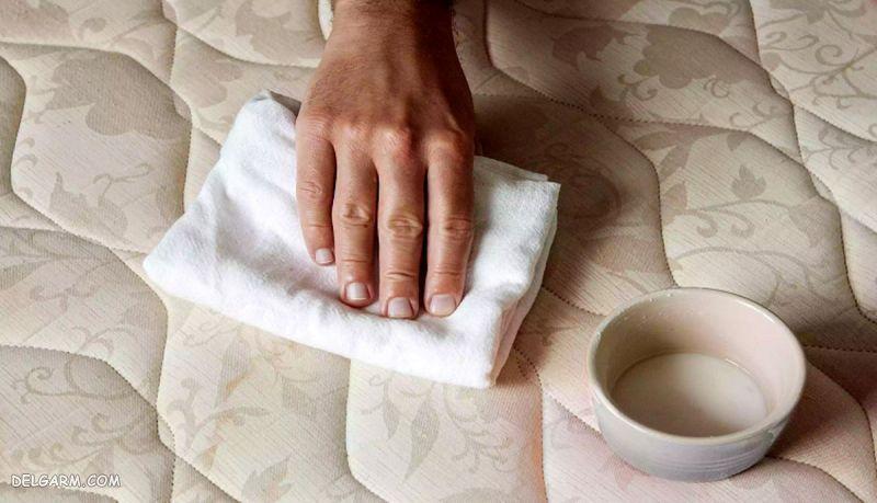 سادهترین روش از بین بردن لکه و شستشو تشک تختخواب در خانه