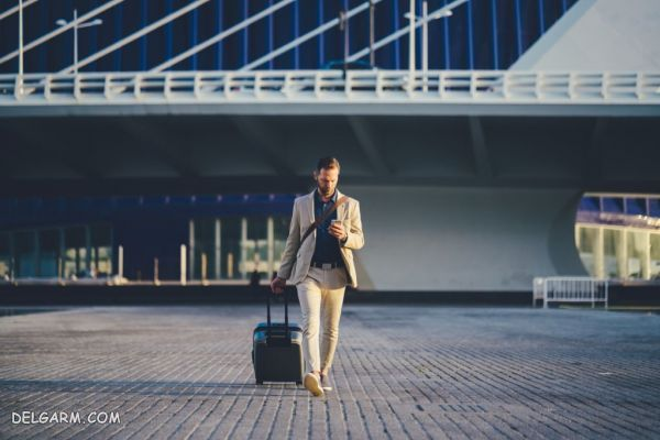 مردی که به سفر کردن اعتیاد دارد