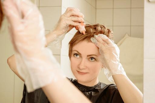 نحوه رنگ کردن مو در خانه