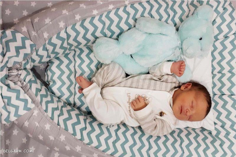 خواب نوزاد 2 ماهه