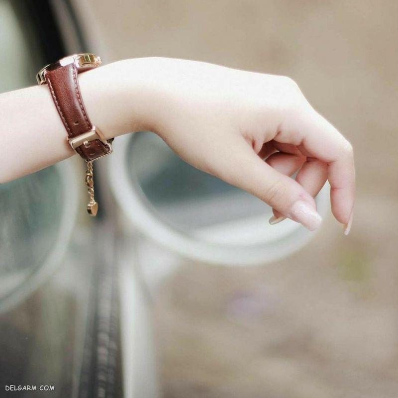 عکس دست دختر و ماشین