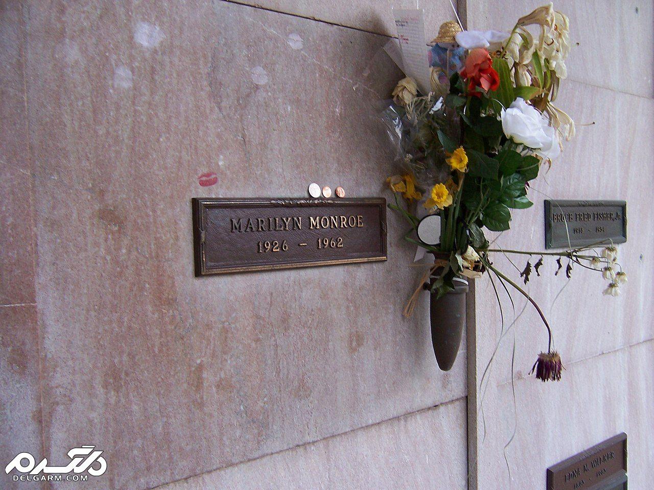 آرامگاه مریلین مونرو در گورستان وستوود