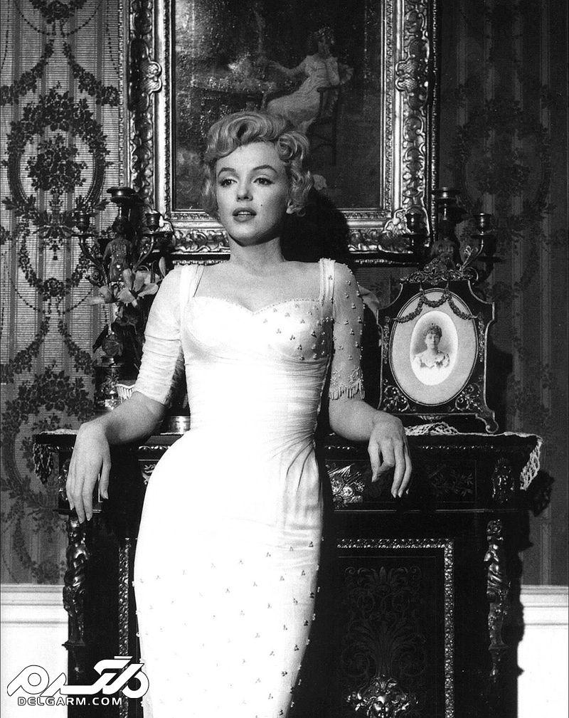 مرلین مونرو در صحنهای از فیلم شاهزاده و مانکن