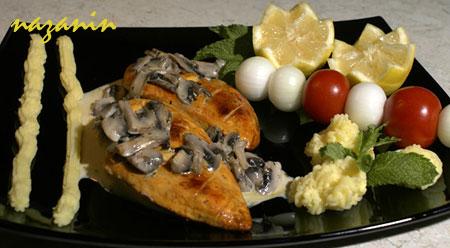 استیک مرغ با سس قارچ
