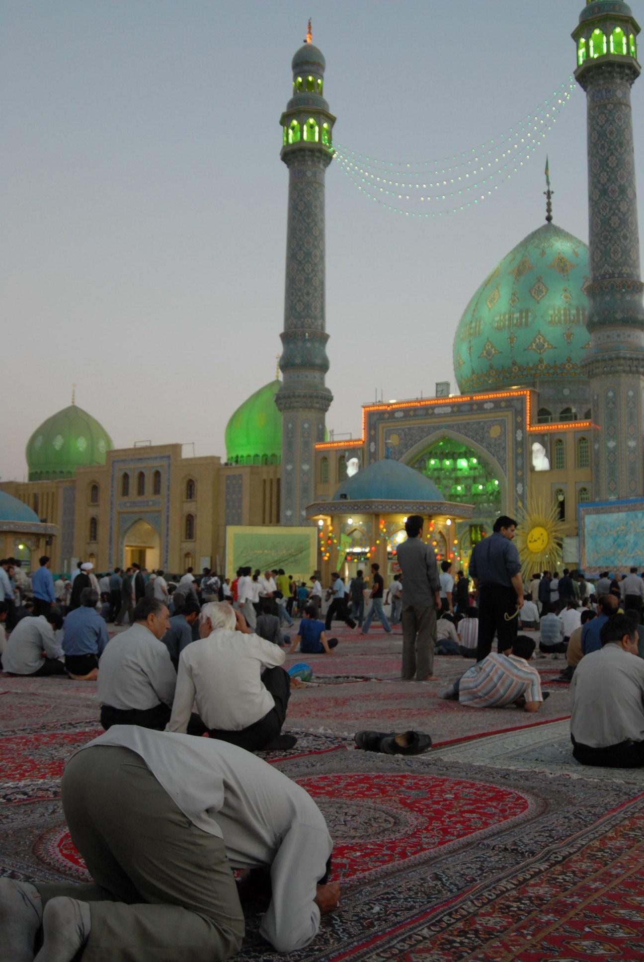 نماز در مسجد جمکران