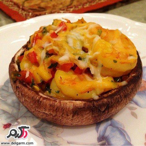 قارچ شكم پر با ميگو و سبزيجات
