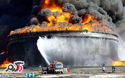 آتش سوزی در نفتکش ' بورگوس ' در ساحل بندر 'بوکا دل ریو'