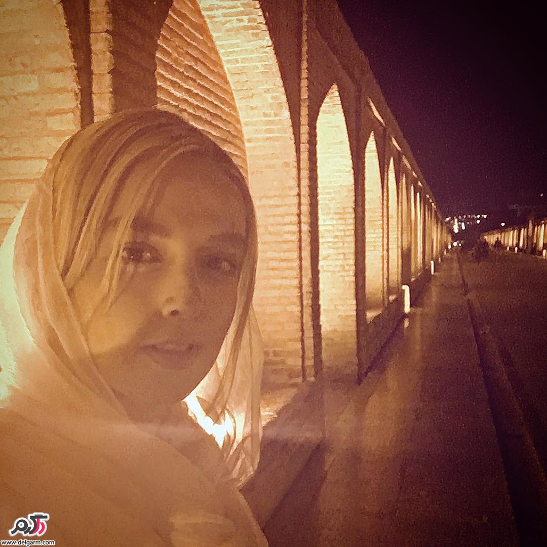 نازنين فلاحي متولد 1370 در تهران است. وي فارغ التحصيل رشته بازيگري تئاتر از دانشگاه هنر و معماري است. وي فعاليت سينمايي خود را از سال 1392 با فيلم آنچه مردان دربارهي زنان نميدانند آغاز كرد. کار دیگر او سزیال زخم میباشد.
