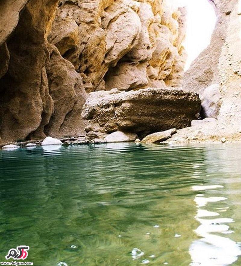 کال جنی طبس | این دره که در وسط بیابان کویر قرار گرفته به دلیل عبور آب و سیلاب دیواره هایش فرسیایش یافته و در قدیم به منطقه ی جن زده و ترسناک معروف بوده است