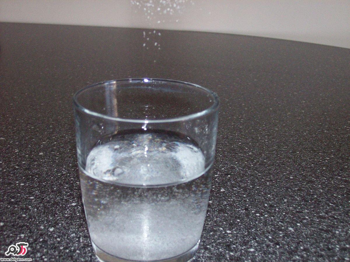 چطور آب نمک برای غرغره کردن درست کنیم؟