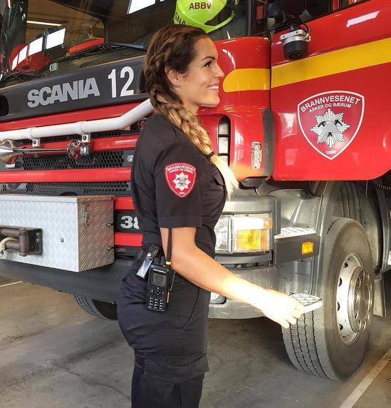 مشهورترین و زیباترین آتشنشان زن جهان