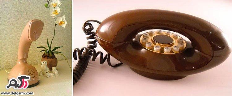 همه با تلفن ها خاطرهای بسیاری داریم. از این گجت ها انواع خبرهای شاد و ناراحت کننده را دریافت کرده ایم. در طول مدت حضور این دیوایس انواع مختلفی از آن تولید شده که طراحی هر یک از آنها در جای خود واقعا جالب و منحصربفرد میباشد. بیایید در ادامه نگاهی به تلفن های قدیمی داشته باشیم. ادامه در گلکسی ورلد… برخی از این تلفن ها بسیار قدیمی یعنی هم سن سال پدر بزرگ و مارد بزرگ ما هستند و میتوانند در جای خود بعنوان یک عتیقه بحساب بیایند.در هر صورت امیدواریم که با مشاهده این تصاویر لذت ببرید