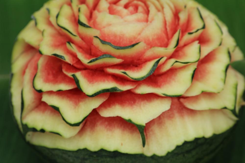 عکس گل با طرحهای جدید برروی هندوانه (axe tazien gol hendone)