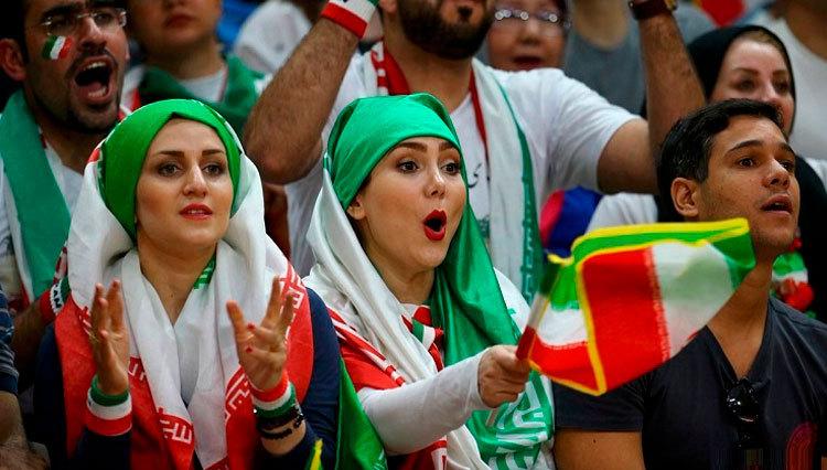 Image result for ورود زنان به ورزشگاه