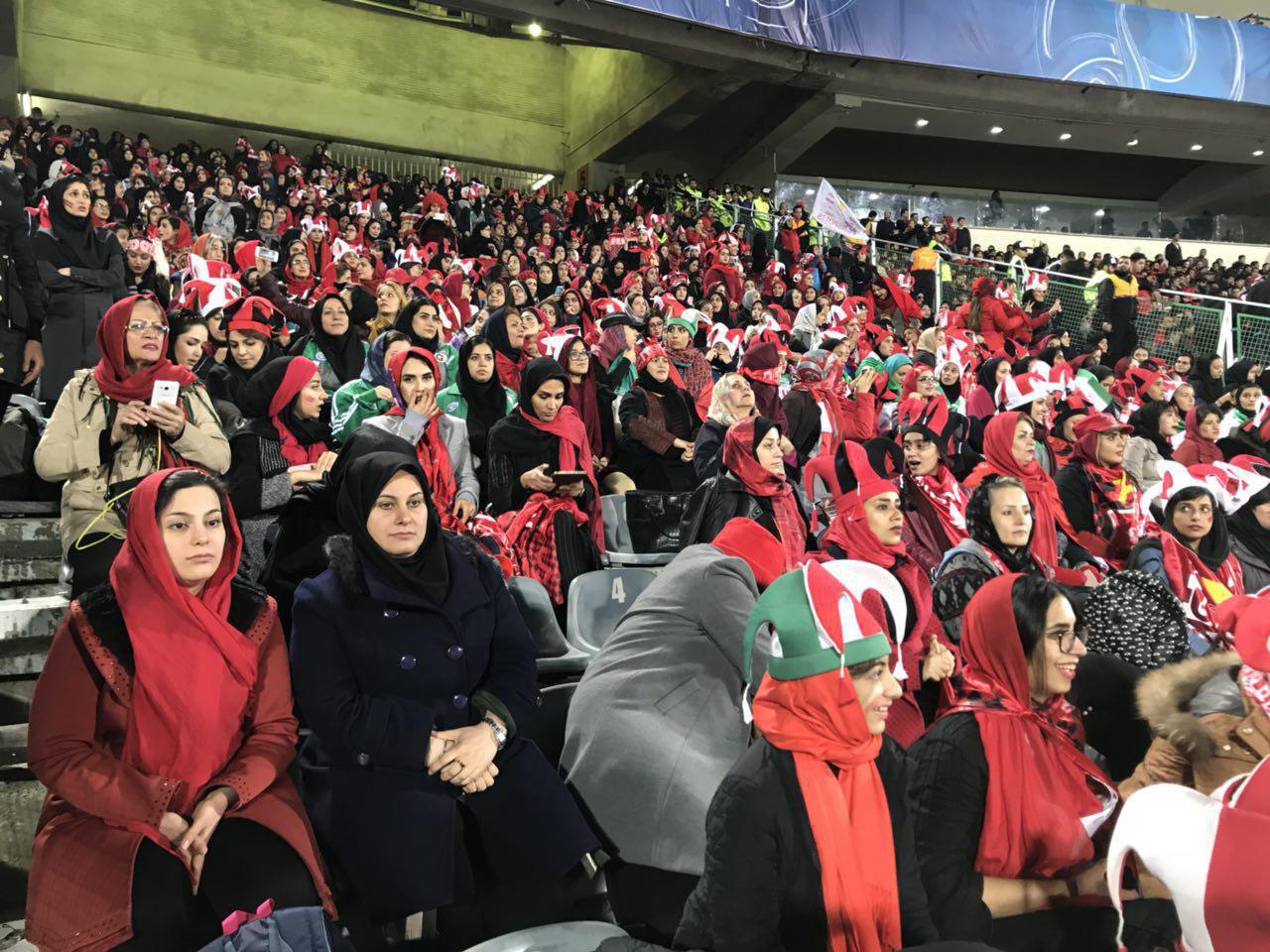 تصاویر زنان در ورزشگاه آزادی ، بازی پرسپولیس ایران و کاشیمای ژاپن