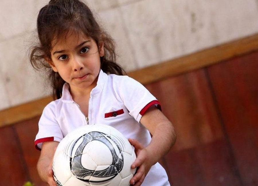 مهاجرت آرات حسینی نابغه فوتبال ایرانی به انگلیس صحت دارد ؟