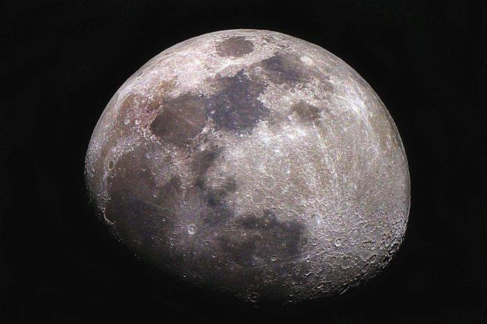 منشا آب در ماه، بادهای خورشیدی بوده است!