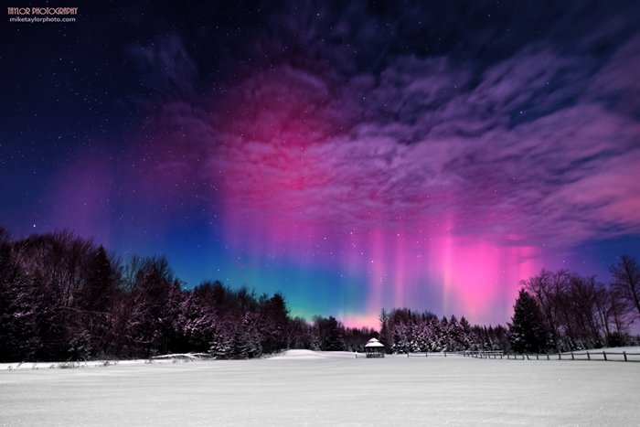 northern-lights-over-maine