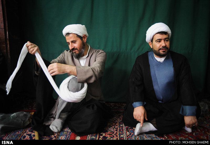 مراسم عمامه گزاری طلاب توسط آیت الله مکارم شیرازی