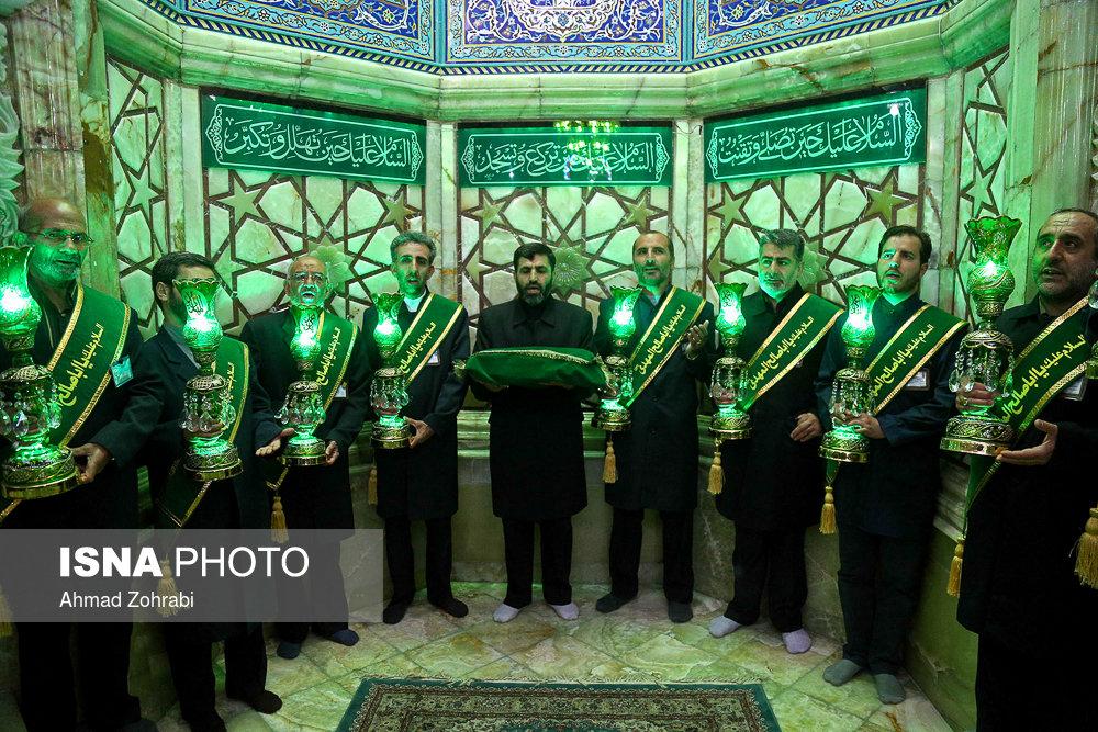تعویض پرچم و شستوی گنبد مسجد مقدس جمکران