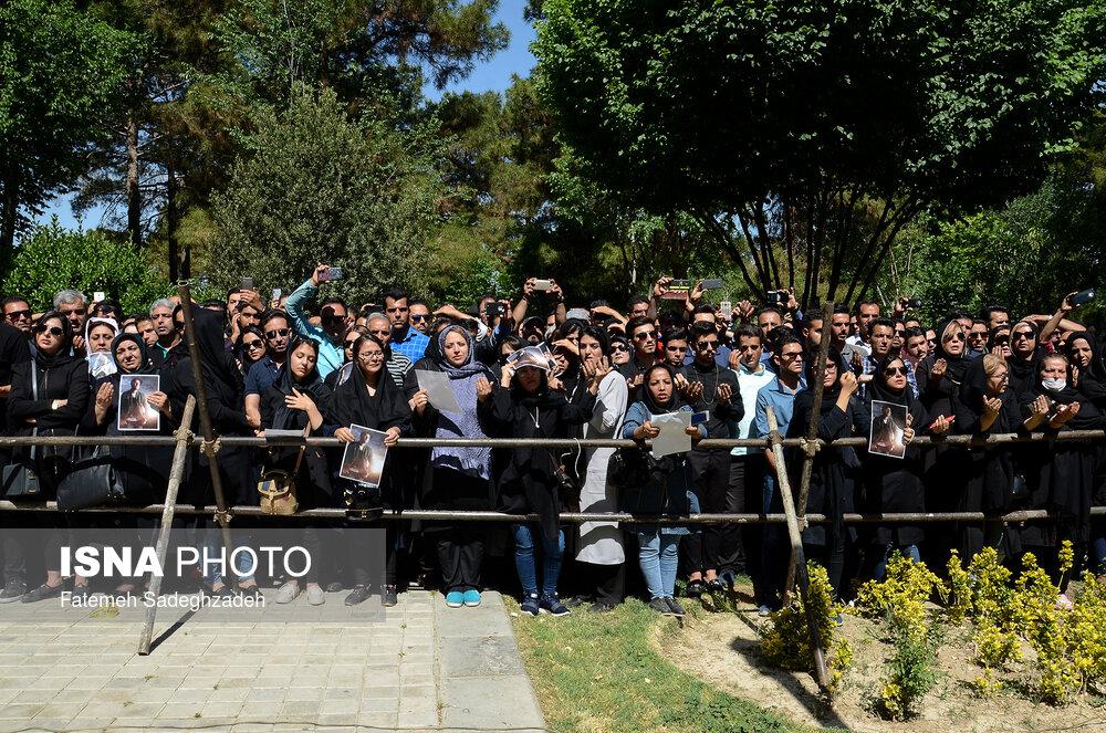 تصاویر مراسم تشییع پیکر بهنام صفوی در شاهین شهر