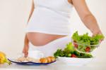 ۱۰ خوراکی مفید برای درمان استفراغ شدید در حاملگی