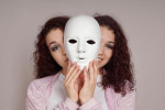اختلال مسخ شخصیت و مسخ واقعیت چیست؟ این اختلال چه خصوصیاتی دارد؟