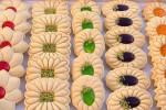آموزش گام به گام پخت شیرینی گل خانگی عید نوروز همراه با تصاویر