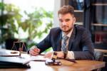 20 متن فوق العاده برای تبریک روز وکیل به برادر / برادر شوهر / برادر زن