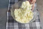 آموزش طرز تهیه و پخت پنکیک سیب زمینی پر از گوشت چرخ کرده بسیار خوب و آسان