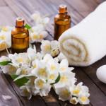13 خاصیت روغن گل یاس و فواید این روغن برای پوست و افزایش شیر مادر