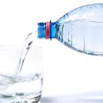 9 دلیل برای اینکه دیگر از بطری های آب معدنی استفاده نکنیم