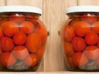 روشی آسان برای تهیه ی ترشی گوجه شور