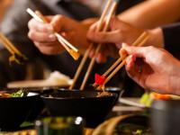 چرا چینی ها و ژاپنی ها با چوب غذا میخورند ؟