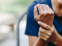 علت لرزش بدن از داخل بطور ناگهانی را میدانید ؟ + راههای درمان