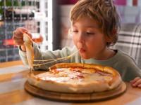 پنیر پیتزا برای کودکان : آیا پنیر پیتزا برای کودکان مضر است ؟