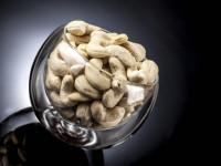 آشنایی با میزان کالری، ارزش غذایی و خواص کاشو (بادام هندی)