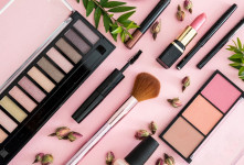 ۴ ماده مضر در محصولات آرایشی و معرفی بهترین جایگزین برای آنها